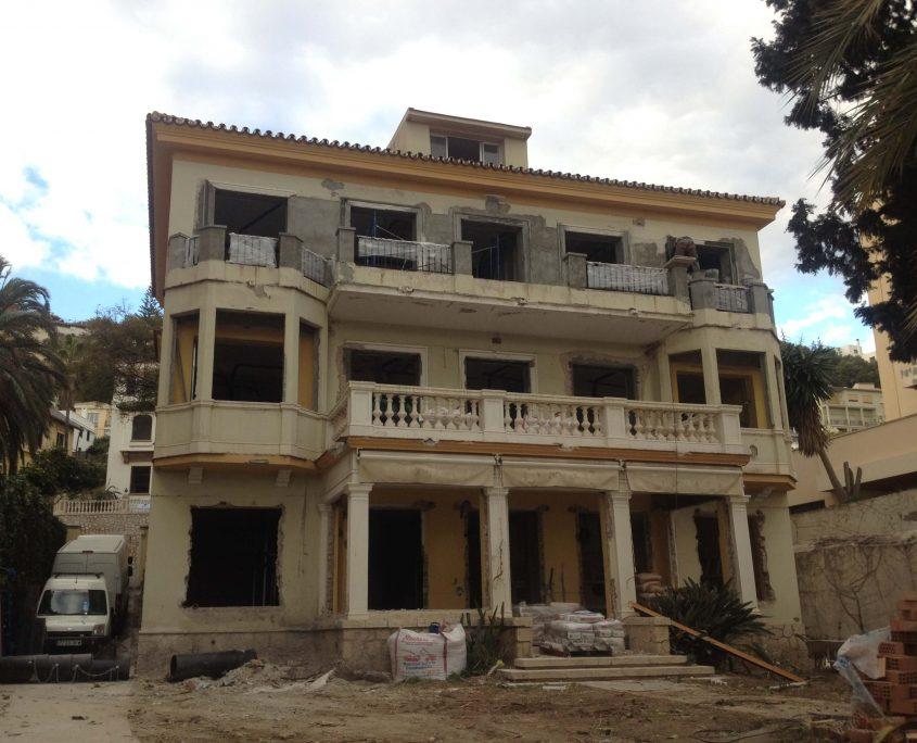 rehabilitacion clinica aviles y roman fachada